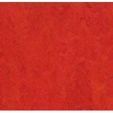 Натуральный линолеум Forbo (Eurocol) Marmoleum Modular t3131 scarlet